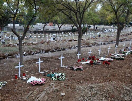Μακάβριες εικόνες στη Θεσσαλονίκη: Ανοίγουν νέους τάφους για τους νεκρούς του κορονοϊού
